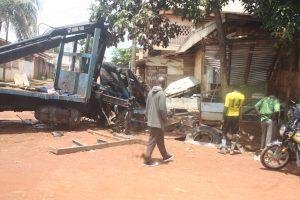 Le gros-porteur à l'origine  de l'accident de Biyem-Assi. Crédit photo : Prince Nguimbous.