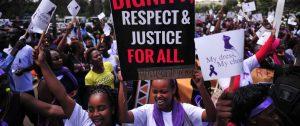 Des femmes manifestent pour leur droits. Photo : Figaro.fr