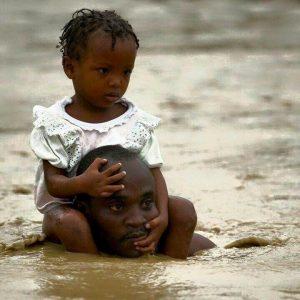 Un père sauve sa fille de la noyade. Crédit Photo. Paul Mahel